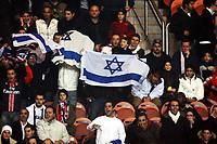 Supporters Israliens et Parisisiens - Paris Saint Germain / Hapoel Tel Aviv - UEFA - 23.11.2006 - Foot Football - largeur attitude supporter ambiance tribune drapeau drapeaux echarpe echarpes<br /> Norway only