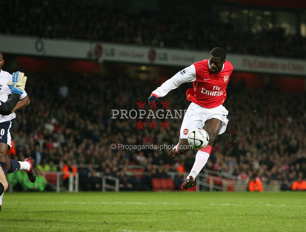 LONDON, ENGLAND - Wednesday, January 31, 2007: Arsenal's Kolo Toure in action against Tottenham Hotspur during the Football League Cup Semi-Final 2nd Leg at the Emirates Stadium. (Pic by Chris Ratcliffe/Propaganda)
