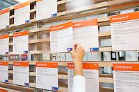 Nederland Rotterdam 26-03-2009 20090326 Foto: David Rozing ..Serie UWV, vacatures. UWV Werkbedrijf lokatie Schiekade centrum Rotterdam, de vroegere arbeidsbureaus ( CWI UWV ) De werkloosheid in Nederland begint op te lopen. Dat blijkt uit de jongste cijfers die het Centraal Bureau voor de Statistiek (CBS) de oorzaak is de krediet crisis Holland, The Netherlands, dutch, Pays Bas, Europe,  , , economische, financien, financiele, krimp, krimpen, nederlandse, economy..Foto: David Rozing/