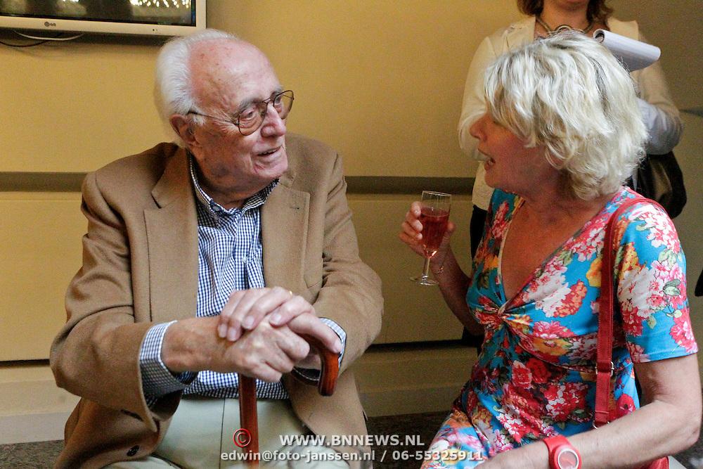 NLD/Amsterdam/20110929 - Presentatie biografie Mies Bouwman, Leen Timp in gesprek met Martine Bijl