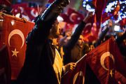 Op 11 maart 2017 neemt de spanning tussen Nederland en Turkije toe. Politieke spanningen tussen Nederland en de regering van Erdogan eerder dat jaar zijn aanleiding voor de maatschappelijke onrust in Nederland en de rellen in Rotterdam. Hoogtepunt van deze spanningen zijn de protesten van Turkse Nederlanders bij het Turkse consulaat in Rotterdam, na het gedwongen vertrek uit Nederland van de Turkse minister voor Familiezaken Fatma Betül Sayan Kaya.