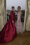 Tamara Ecclestone and Lady Isabella Hervey. Getting ready the day before the Crillon Haute Couture Ball. Crillon Hotel, Paris.1 December 2000. © Copyright Photograph by Dafydd Jones 66 Stockwell Park Rd. London SW9 0DA Tel 020 7733 0108 www.dafjones.com