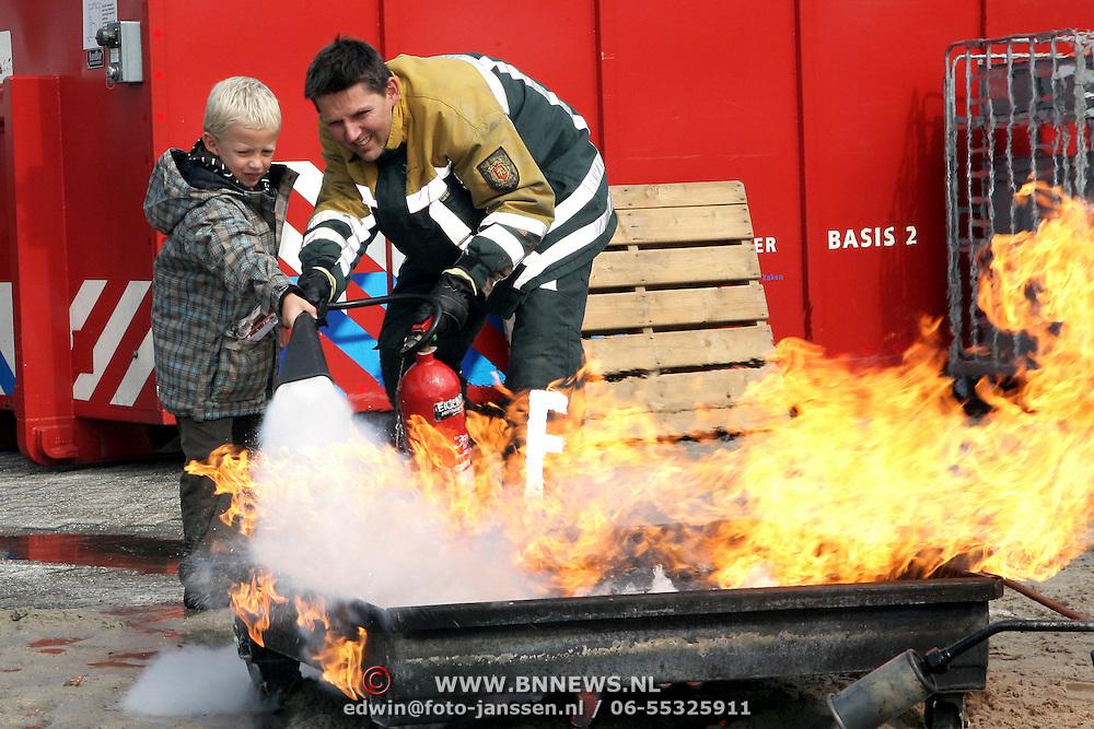 NLD/Huizen/20080913 - Huizerdag 2008, demonstraties bij de brandweer Huizen
