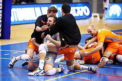 20141228 BEL: Beker, Knack Roeselare - Volley BeHappy2 Asse - Lennik: Roeselare<br /> Dirk Sparidans (7) Volley Behappy2 Asse - Lennik<br /> ©2014-FotoHoogendoorn.nl / Pim Waslander