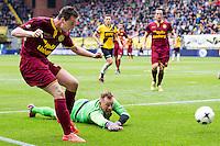 BREDA - NAC Breda - Roda JC , Rat Verlegh stadion , Voetbal , Finale play-offs , seizoen 2014/2105 , 31-05-2015 , Roda JC speler Mitchel Paulissen (l) schiet de bal langs NAC Breda keeper Jelle ten Rouwelaar (r) en scoort de het doelpunt voor de 0-1