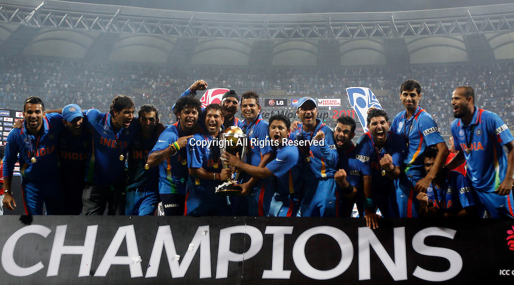 02.04.2011 Cricket World Cup Final from the Wankhede Stadium in Mumbai. Sri Lanka v India. India's players celebrate  as they win the Cricket World Cup final match of the ICC Cricket World Cup between India and Sri Lanka on the 2nd April 2011