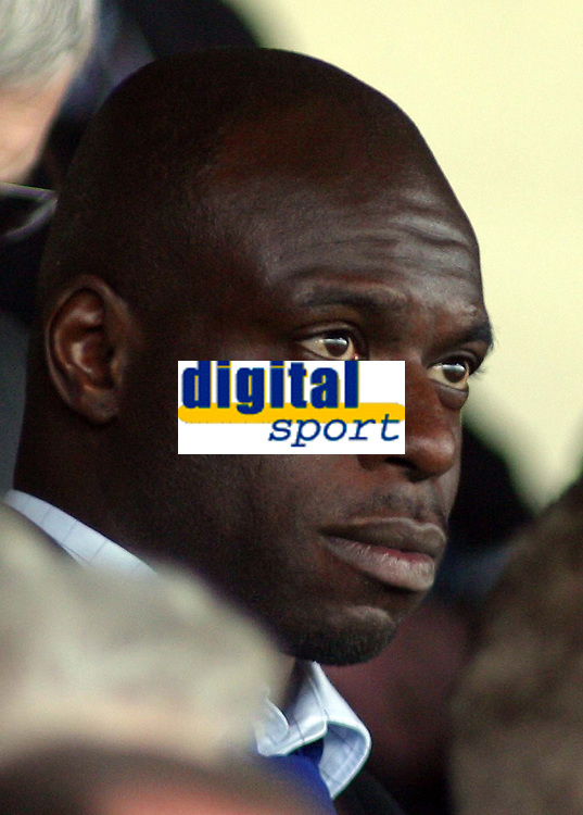Photo: Paul Thomas.<br /> Scunthorpe United v Swindon Town. Coca Cola League 1. 17/04/2006.<br /> <br /> Iffy Onuora, Swindon manager just before kick off.