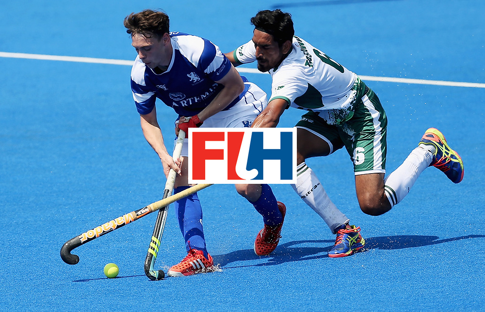 LONDON, ENGLAND - JUNE 19: Edward Greaves of Scotland and Tasawar Abbas of Pakistan battle for possession during the Pool B match between Scotland and Pakistan on day five of Hero Hockey World League Semi-Final at Lee Valley Hockey and Tennis Centre on June 19, 2017 in London, England.  (Photo by Alex Morton/Getty Images)