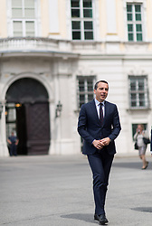 15.05.2017, Präsidentschaftskanzlei, Wien, AUT, Bundeskanzler Kern beim Bundespräsidenten anlässlich der Regierungskrise, im Bild Bundeskanzler Christian Kern (SPÖ) // Federal Chancellor of Austria Christian Kern during dialogue meeting between party federal chancellor of Austria and federal president of Austria at Federal Presidents Office in Vienna, Austria on 2017/05/15, EXPA Pictures © 2017, PhotoCredit: EXPA/ Michael Gruber