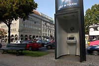 03 OCT 2003, BERLIN/GERMANY:<br /> E-info, Oeffentlicher Computerterminal der Firma Wall, Unterden Linden, Ecke Friedrichstrasse<br /> IMAGE: 20031003-01-014<br /> KEYWORDS: Computer, Internet