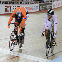 07-12-2014: Wielrennen: WB baan: Londen  <br /> Jeffrey Hoogland (Nijverdal) wint de WB sprint manche in London door in 3 ritten te winnen van de Columbiaan  Fabian Hernando PUERTA ZAPATA