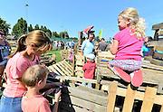Nederland, Elst, 23-8-2015 In de grote vakantie, zomervakantie, wordt voor de kinderen een kinderdorp opgezet, ook wel bouwdorp, kinderbouwdorp genoemd. Kinder vakantieactiviteiten. Foto: Flip Franssen/Hollandse Hoogte