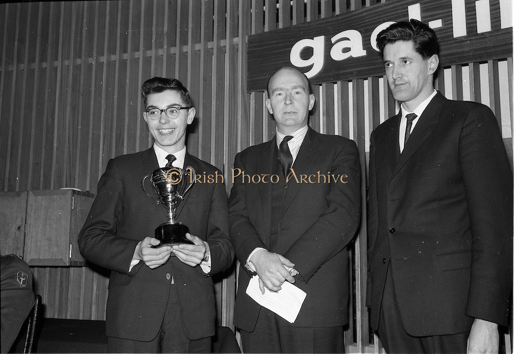 30/03/1963<br /> 03/30/1963<br /> 30 March 1963<br /> Gael - Linn Annual Debating Competition  for Secondary Schools awards presented at the Shelbourne Hotel, Dublin. Ailin Hudson, O'Connell Schools, Dublin, Individual Winner, with the Corn Gael Linn. Also in the picture are Dr. P. Hillery, Minister for Education and Aongus O hEochaidh (Bord Gael-Linn).