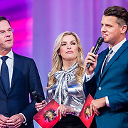 NLD/Amsterdam/20170507 - Gehandicapte Mis(s) verkiezing 2017, premier Mark Rutte, Lucille Werner en Kees Tol