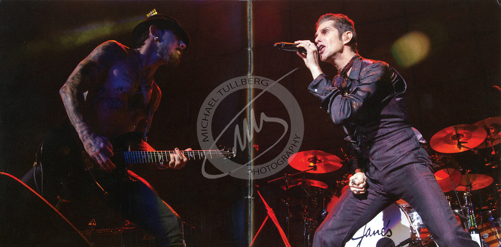 Dave Navarro and Perry Farrell, live at Irvine Meadows