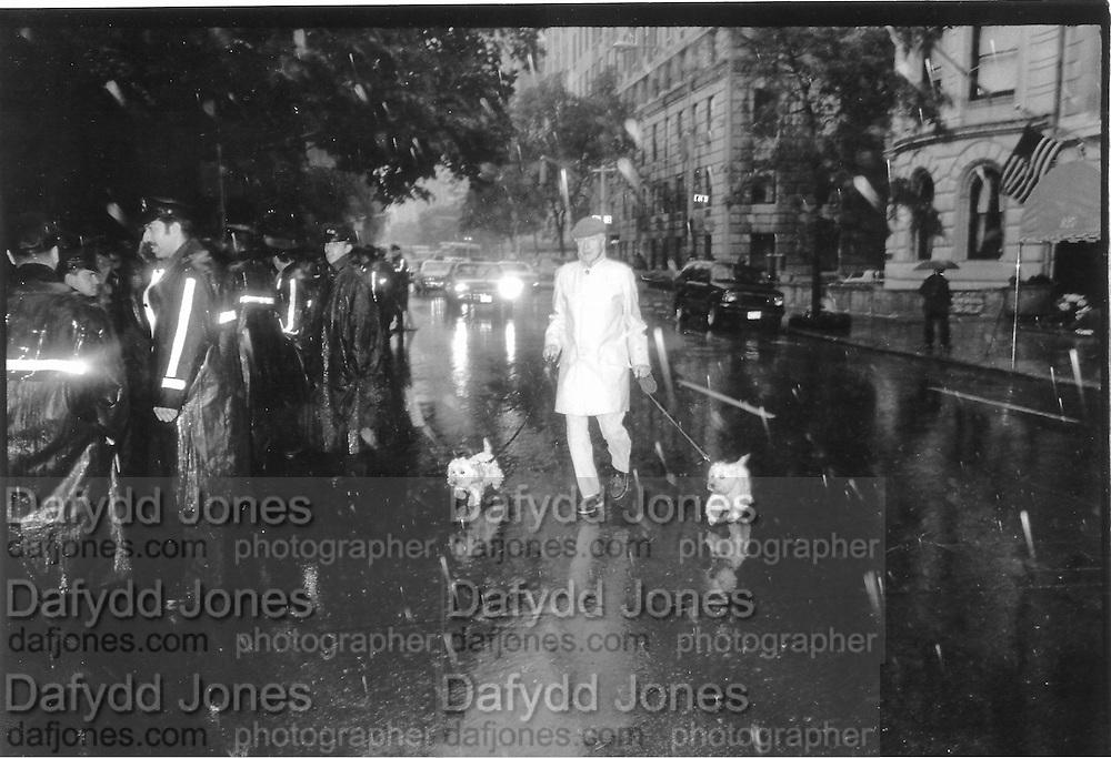 5th Avenue, 63rd street, Friday 2pm, 5th June 1992 New York© Copyright Photograph by Dafydd Jones 66 Stockwell Park Rd. London SW9 0DA Tel 020 7733 0108 www.dafjones.com