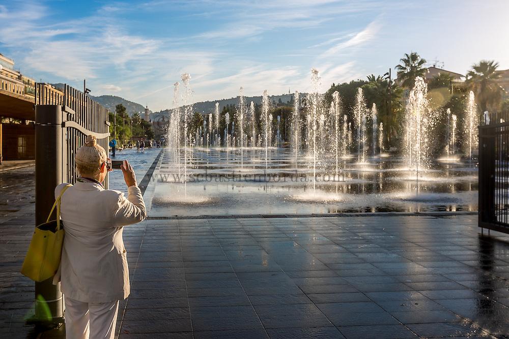 Jets d'eau de la Promende du Paillon sur la place Massena // Water jets of Promenade du Paillon on place Massena