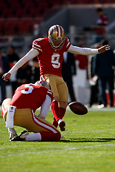 SANTA CLARA, CA - DECEMBER 17: Kicker Robbie Gould #9 of the San Francisco 49ers warms up before the game against the Tennessee Titans at Levi's Stadium on December 17, 2017 in Santa Clara, California. The San Francisco 49ers defeated the Tennessee Titans 25-23. (Photo by Jason O. Watson/Getty Images) *** Local Caption *** Robbie Gould