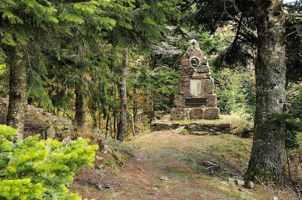 France, Languedoc Roussillon, Gard, Cévennes, massif de l'Aigoual, Arboretum de ll'Hort de Dieu, monument en l'honneur de Charles Flahault