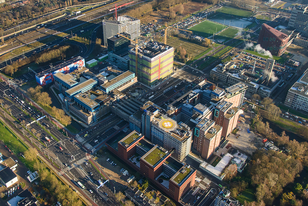 Nederland, Noord-Holland, Amsterdam, 11-12-2013; zicht op de Zuidas met Ziekenhuis Vrije Universiteit VUmc en VU mc Cancer Center<br /> View of the Zuidas with University Hospital VUmc (Vrije Universiteit) and VU MC Cancer Center<br /> luchtfoto (toeslag op standaard tarieven);<br /> aerial photo (additional fee required);<br /> copyright foto/photo Siebe Swart.