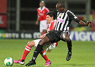 Portugal, FUNCHAL : Benfica's Uruguayan midfielder E. Perez (L )  vies with Nacional´s Egypt midfielder Ghazal (r) during Portuguese League football match Nacional vs Benfica at Madeira Stadium in Funchal on February 10, 2013.  PHOTO/ GREGORIO CUNHA..