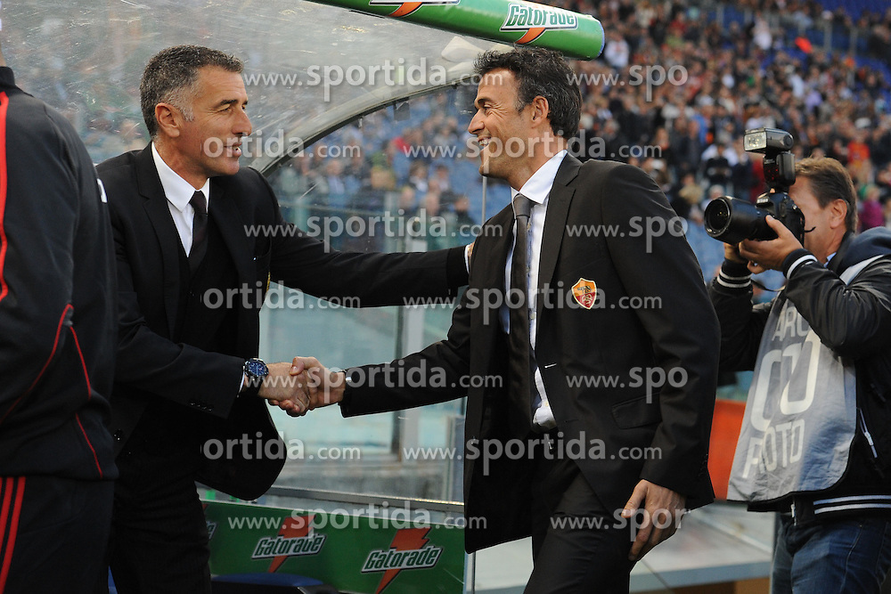 29.10.2011, Olympia Stadion, Rom, ITA, Serie A, AS Rom vs AC Mailand, im Bild Luis Enrique saluta Tassoni. // durin the Serie A match between AS Rom vs AC Mailand, at the Olympic Stadium, Rome, Italy on 29/10/2011. EXPA Pictures © 2011, PhotoCredit: EXPA/ InsideFoto/ Andrea Staccioli +++++ ATTENTION - FOR AUSTRIA/(AUT), SLOVENIA/(SLO), SERBIA/(SRB), CROATIA/(CRO), SWISS/(SUI) and SWEDEN/(SWE) CLIENT ONLY +++++