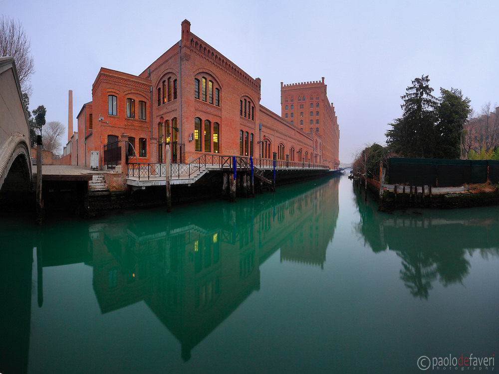 Formerly a flourmill and granary, the XIX century building known as Molino Stucky hosts nowadays the Molino Stucky Hilton Hotel, one of the most luxurious hotels in downtown Venice. Taken on a hazy evening of mid January, this is stitche from five vertical frames.