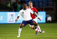 Fotball , 11. august 2010 , Privatkamp<br /> Norge - Frankrike 2-1<br /> Norway - France 2-1<br /> <br /> <br /> Bjørn Helge Riise , Norge<br /> Charles Nzogbia , Frankrike<br /> <br /> Charles N'zogbia