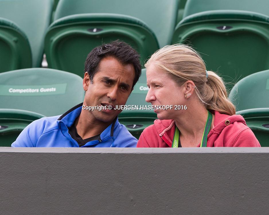 Jill Craybas (USA) und Coach Raj Chaudhuri<br /> <br /> Tennis - Wimbledon 2016 - Grand Slam ITF / ATP / WTA -  AELTC - London -  - Great Britain  - 30 June 2016.