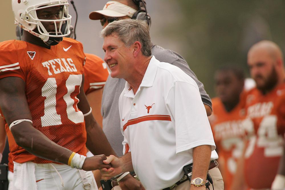 Mack Brown.Vince Young.Kansas at Texas.Darrell K. Royal-Texas Memorial Stadium.Austin, TX.Saturday, November 12 2005.11-12-05.photograph by Darren Carroll.