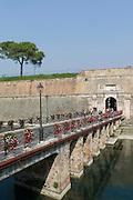 Festungsgraben, Porta Brescia, Peschiera del Garda, Venetien, Italien | Moat, Porta Brescia, Peschiera del Garda, Veneto, Italy