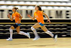10-05-2011 VOLLEYBAL: TRAINING ORANJE VOLLEYBALVROUWEN: ALMERE<br /> De volleybalsters bereiden zich in Almere voor op nieuwe seizoen / (L-R)Maret Grothues, Femke Stoltenborg<br /> ©2011-FotoHoogendoorn.nl