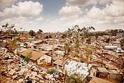 Kenia 2017: Vista Panoramica di Kibera In cima alla ferrovia che tglia in due lo Slum