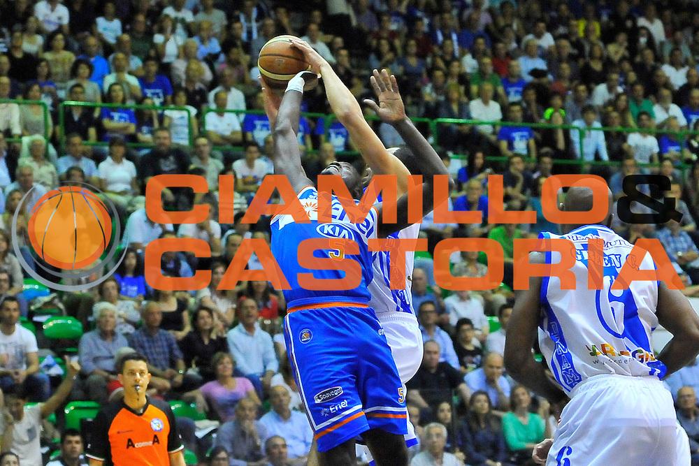 DESCRIZIONE : Campionato 2013/14 Quarti di Finale GARA 2 Dinamo Banco di Sardegna Sassari - Enel Brindisi<br /> GIOCATORE : Delroy James<br /> CATEGORIA : Rimbalzo<br /> SQUADRA : Enel Brindisi<br /> EVENTO : LegaBasket Serie A Beko Playoff 2013/2014<br /> GARA : Dinamo Banco di Sardegna Sassari - Enel Brindisi<br /> DATA : 21/05/2014<br /> SPORT : Pallacanestro <br /> AUTORE : Agenzia Ciamillo-Castoria / Luigi Canu<br /> Galleria : LegaBasket Serie A Beko Playoff 2013/2014<br /> Fotonotizia : DESCRIZIONE : Campionato 2013/14 Quarti di Finale GARA 2 Dinamo Banco di Sardegna Sassari - Enel Brindisi<br /> Predefinita :