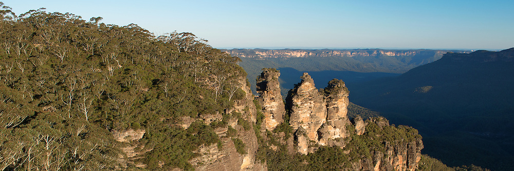 The Three Sisters and Jamison Valley of Blue Mountain, Katoomba in Panorama