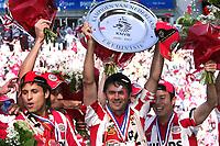 Fotball<br /> Nederland<br /> Foto: ProShots/Digitalsport<br /> NORWAY ONLY<br /> <br /> psv - vitesse, voetbal , seizoen 2006/ 2007 , <br /> 29-04-2007 , eindhoven , laatste competitie wedstrijd ,<br /> <br /> kampioenschap , huldiging , schaal, supporters,<br /> cocu<br /> <br /> PSV seriemestere i Nederland