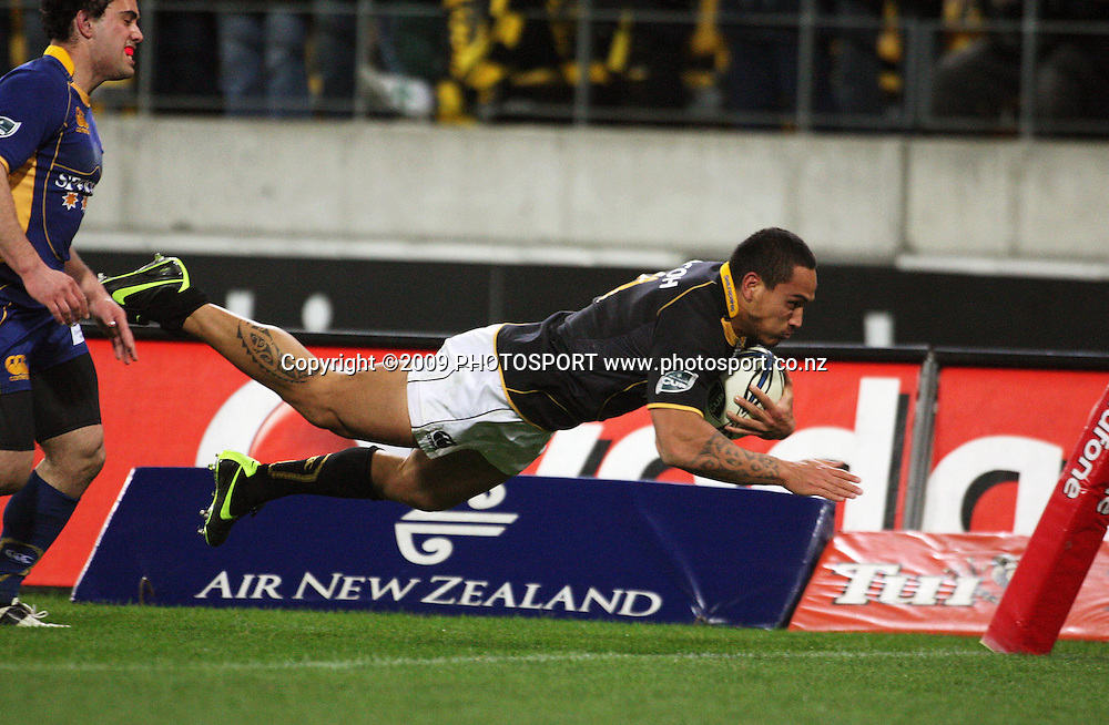 Wellington winger Hosea Gear scores in the corner.<br /> Air NZ Cup Ranfurly Shield match - Wellington Lions v Otago at Westpac Stadium, Wellington, New Zealand. Friday, 31 July 2009. Photo: Dave Lintott/PHOTOSPORT