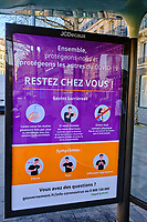 France, Paris (75), affiche Coronavirus sur les abris bus durant le confinement du Covid 19 // France, Paris, poster for Coronavirus during the containment of Covid 19