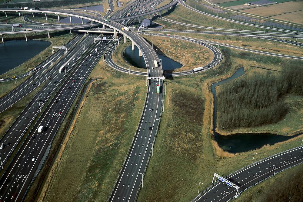 Nederland, Zuid-Holland, Ridderkerk, 08-03-2002; verkeersknooppunt A15 /  A16 ('Ridderster') met klaverblad en op- en afritten en fly overs; de meertjes zijn kunstmatige aangelegd en kunnen dienen als bluswater ingeval calamiteiten; wegverkeer vervoer transport landschap automobiliteit;<br /> luchtfoto (toeslag), aerial photo (additional fee)<br /> foto /photo Siebe Swart