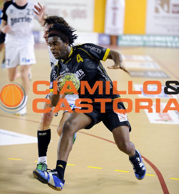 DESCRIZIONE : France Hand D1 Coupe de La Ligue &agrave; St Cyr sur Loire 1/8 Finale Aller<br /> GIOCATORE : MANEBARD William<br /> SQUADRA : St Cyr sur Loire<br /> EVENTO : FRANCE Hand Coupe de la ligue 2010-2011<br /> GARA : St Cyr sur Loire Nimes<br /> DATA : 22/09/2010<br /> CATEGORIA : Hand D1 <br /> SPORT : Handball<br /> AUTORE : JF Molliere par Agenzia Ciamillo-Castoria <br /> Galleria : France Hand 2010-2011 Action<br /> Fotonotizia : FRANCE Hand Coupe de la ligue D1 2010-2011  St Cyr Sur Loire 1/8 Finale Aller<br /> Predefinita :
