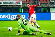 ALKMAAR - 27-01-2016, AZ - Cambuur, AFAS Stadion, AZ speler Vincent Janssen scoort hier de 3-0, doelpunt, SC Cambuur doelman Leonard Nienhuis.