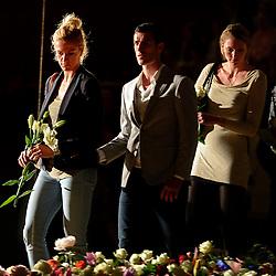15-06-2013 ALGEMEEN: AFSCHEIDSBIJEENKOMST VISSER EN SEVEREIN: ALMERE<br /> Vandaag was de gelegenheid om afscheid te nemen van Ingrid Visser en Lodewijk Severein. Iedereen die zich verbonden voelde kon naar de openbare herdenking komen in het Topsportcentrum Almere / Maret Grothues en Quina Steenbergen leggen een bloem ter nagedachtenis <br /> ©2013-FotoHoogendoorn.nl