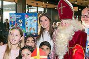 2017-11-22. Galgenwaard, Utrecht. Perspresentatie van het Sinterklaas Meezingboek met Maan.