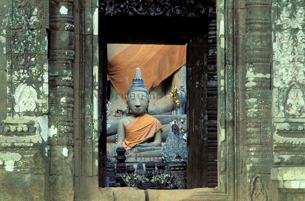 Laos, Champasak, Wat Phu, Moine // Laos, Champasak, Wat Phu, Monk, Praying