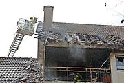 Mannheim. 23.02.17   BILD- ID 046  <br /> Schönau. Brand im Mehrfamilienhaus. Bei dem Brand in einem Vierfamilienhaus am Donnerstagnachmittag auf der Schönau ist ein geschätzter Schaden von rund 300 000 Euro entstanden. Das Feuer war im ersten Obergeschoss ausgebrochen und hatte auf das Dachgeschoss übergegriffen, teilte die Polizei mit. Die Bewohner konnten das Haus im Ludwig-Neischwander-Weg rechtzeitig verlassen. Verletzt wurde bei dem Brand niemand. Die Feuerwehr brachte den Brand unter Kontrolle. Die Brandursache ist noch nicht bekannt.<br /> Bild: Markus Prosswitz 23FEB17 / masterpress (Bild ist honorarpflichtig - No Model Release!)