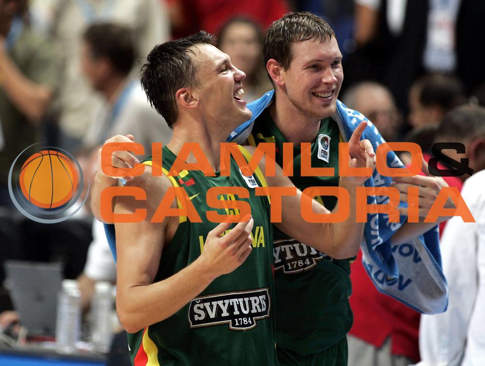 DESCRIZIONE : Madrid Spagna Spain Eurobasket Men 2007 Final 3rd 4th Place Grecia Lituania Greece Lithuania <br /> GIOCATORE : Sarunas Jasikevicius Darius Songaila <br /> SQUADRA : Lituania Lithuania <br /> EVENTO : Eurobasket Men 2007 Campionati Europei Uomini 2007 <br /> GARA : Grecia Lituania Greece Lithuania <br /> DATA : 16/09/2007 <br /> CATEGORIA : Esultanza <br /> SPORT : Pallacanestro <br /> AUTORE : Ciamillo&amp;Castoria/H.Bellenger <br /> Galleria : Eurobasket Men 2007 <br /> Fotonotizia : Madrid Spagna Spain Eurobasket Men 2007 Final 3rd 4th Place Grecia Lituania Greece Lithuania <br /> Predefinita :