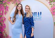 2018, Juli 18. Pathe Tuschinski, Amsterdam. Nederlandse premiere van Mamma Mia 2 Here We Go Again. Op de foto: Nanouk Meijer en Tessa Schrier