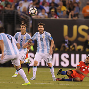 EAST RUTHERFORD, NEW JERSEY - JUNE 26:  Lionel Messi #10 of Argentina in action during the Argentina Vs Chile Final match of the Copa America Centenario USA 2016 Tournament at MetLife Stadium on June 26, 2016 in East Rutherford, New Jersey. (Photo by Tim Clayton/Corbis via Getty Images)