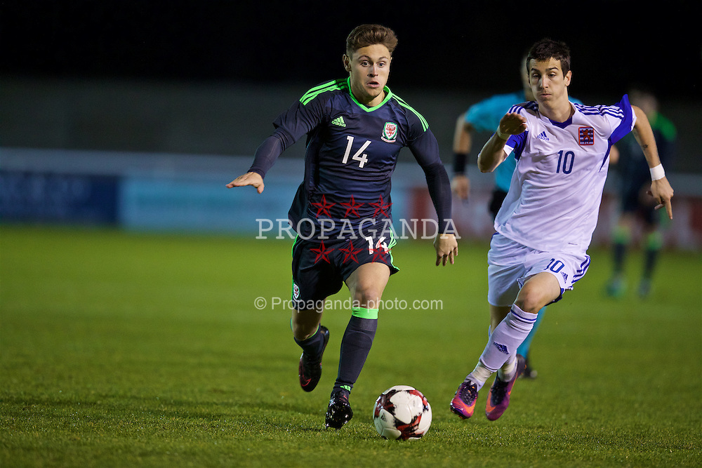 BANGOR, WALES - Tuesday, November 15, 2016: Wales' Keiran Evans in action against Luxembourg's Loris Tinelli during the UEFA European Under-19 Championship Qualifying Round Group 6 match at the Nantporth Stadium. (Pic by David Rawcliffe/Propaganda)