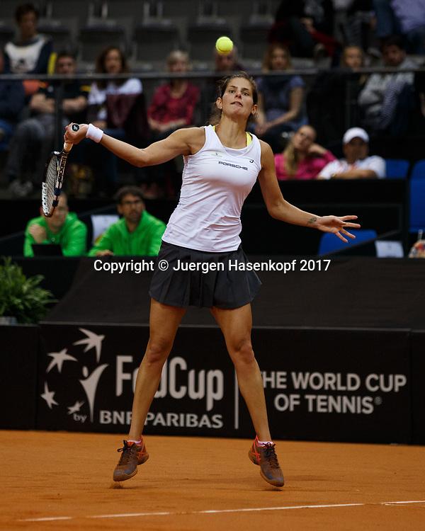 GER-UKR, Deutschland - Ukraine, <br /> Porsche Arena, Stuttgart, internationales ITF  Damen Tennis Turnier, Mannschafts Wettbewerb,<br /> JULIA GOERGES (GER)